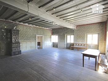 Brennstoffe rechteckige Bausubstanz - Historische Liegenschaft mit Nebengebäude und Stall in Grades