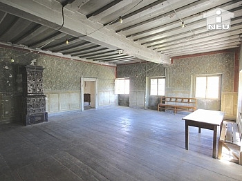 vortretende Erdgeschoss rechteckige - Historische Liegenschaft mit Nebengebäude und Stall in Grades