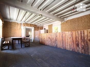 mächtigen vorwiegend beherrscht - Historische Liegenschaft mit Nebengebäude und Stall in Grades