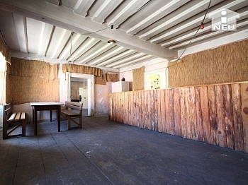 mächtigen vorwiegend südlichen - Historische Liegenschaft mit Nebengebäude und Stall in Grades