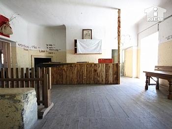 Holzfenster Grundstück südlichen - Historische Liegenschaft mit Nebengebäude und Stall in Grades