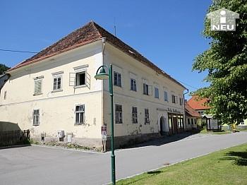 Historische Liegenschaft mit Nebengebäude und Stall in Grades