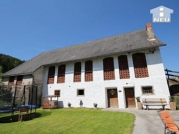 Häuserflucht zusätlicher Marktplatzes - Historische Liegenschaft mit Nebengebäude und Stall in Grades