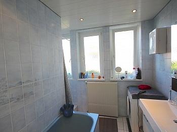 Badewanne Milchglas Garderobe - Helle, gepflegte 3-Zi-Gartenwohnung