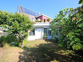 Küche anschließender Schlafzimmer - Heimeliges Einfamilienhaus mit Pool in Leibsdorf