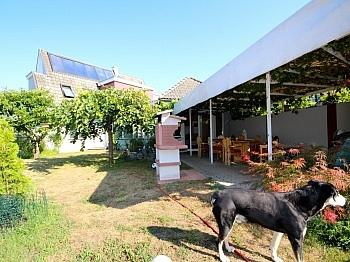 Vorraum Zugang Garage - Heimeliges Einfamilienhaus mit Pool in Leibsdorf