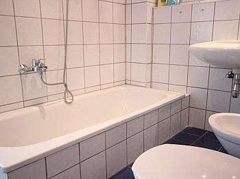 Dielen sofort Bäder - Heimeliges Einfamilienhaus mit Pool in Leibsdorf
