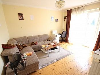 Stellplätze Wohnflächen ausgestattet - Zinshaus mit 12 Wohnungen in Klagenfurt