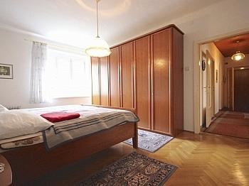 Kaminanschluss Eingangstüre Fliesenböden - Helle 3-Zi-Wohnung 80 m² in Waidmannsdorf