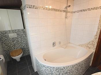 Wohnzimmer Alufenster Waschtisch - Zentrale 3-Zi-Wohnung 71 m² in Welzenegg