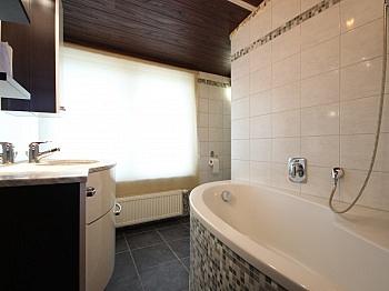 renoviert verfliest Badewanne - Zentrale 3-Zi-Wohnung 71 m² in Welzenegg