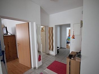 Hofzufahrt saniertes Minunten - Bäuerliches Zweifamilienwohnhaus Ebental