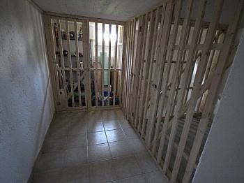 möblierte Wohnzimmer Badezimmer - 100m² 5 Zi Wohnung mit 150m² Garten - Seegasse