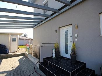 ausgezeichneten Fliesenflächen Bushaltestelle - Neuwertiges Einfamilienhaus Klagenfurt/Limmersdorf