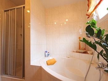 Badezimmer Strandbad inklusive - Helle 4-Zi-Eckgartenwohnung am Ossiachersee