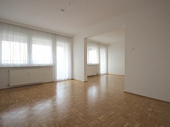 Abstellraum verglasten Klagenfurt - Sonnige 3-Zi-Wohnung mit traumhaftem Fernblick