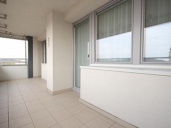 zentrale Wohnhaus komplett - Sonnige 3-Zi-Wohnung mit traumhaftem Fernblick