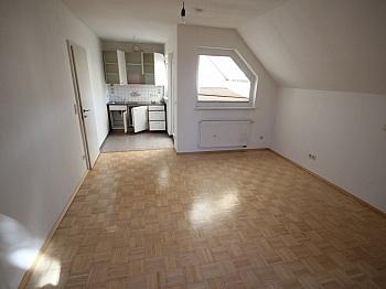 Spitzboden Stockwerk Jalousien - 160m² 5 Zi-Wohnung in der Gartengasse