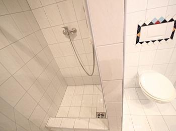 große Bäder Zimmer - 160m² 5 Zi-Wohnung in der Gartengasse