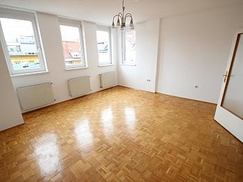 Sonnige großes Vorraum - Schöne 2 Zi Stadtwohnung 63m² in der Bahnhofstraße