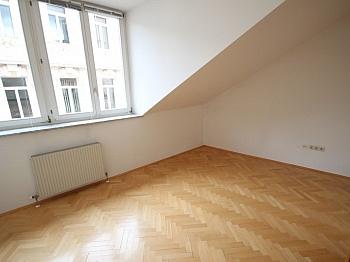 Schöne Vorraum Bindung - Sanierte Stadtwohnung 85m² in der Kramergasse