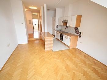 Zentralheizung Bruttomieten Dachgeschoss - Sanierte Stadtwohnung 85m² in der Kramergasse