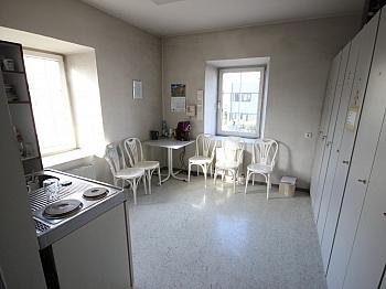 Küche Altbau Herren - Bürohaus mit Lagerhallen in der Feldkirchnerstraße