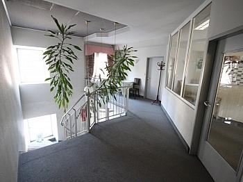 zentralen teilweise Geräten - Bürohaus mit Lagerhallen in der Feldkirchnerstraße