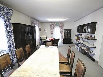 Garagen flaches Fenster - Bürohaus mit Lagerhallen in der Feldkirchnerstraße