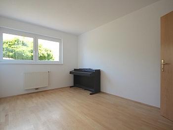 Großzügiger Kellerabteil Kinderzimmer - Traumhafte 3-Zi-Gartenwohnung in Krumpendorf