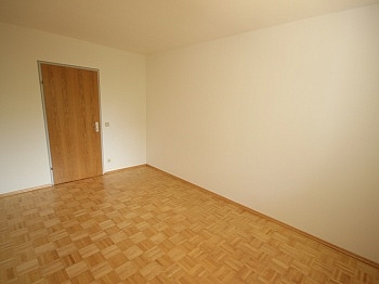 Verkäufer Wohnanlage Neuwertig - Neuwertige 3 Zi Wohnung in guter, zentraler Lage