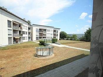 Vorraum großer Wohnung - Neuwertige 3 Zi Wohnung in guter, zentraler Lage