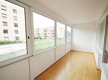 Wohnzimmer Fernwärme erreichbar - 140m² 4 Zi Maisonettenwhg. Waidmannsdorf Mozartstr