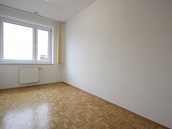 ausgestattet Schlafzimmer Kellerabteil - Helle 4-Zi-Whg. in der Bahnhofstraße inkl. Garage