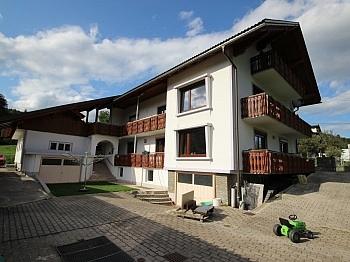 Gartenflächen Stellplätze Schlafzimmer - Schönes 200m² Zweifamilienwohnhaus in Rotschitzen