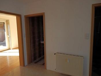 mittels Ausgang Fenster - Schönes 200m² Zweifamilienwohnhaus in Rotschitzen