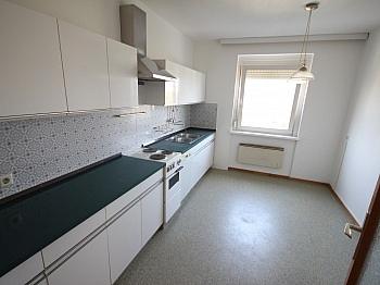 freundliche Rücklagen Wohnzimmer - Helle 2 Zi Wohnung 64m² - Karl-Marx-Strasse