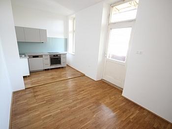 Westbalkon Wohnküche bestehend - Sanierte schöne 110m² 3 Zi Altbauwohnung-Morogasse