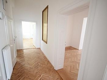 mittels Vorraum großem - Sanierte schöne 110m² 3 Zi Altbauwohnung-Morogasse