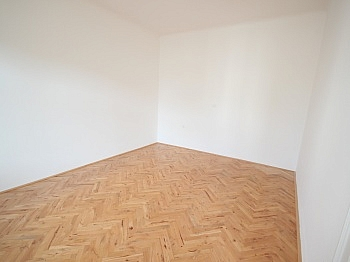 großem Vorraum großes - Sanierte schöne 110m² 3 Zi Altbauwohnung-Morogasse