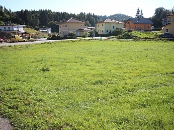 Zufahrtsstrasse Baugrundstück öffentliches - Schöne Eckparzelle 1.114m² in Köttmannsdorf-Aich