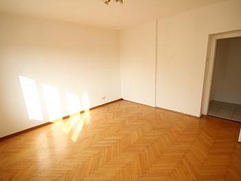 Wohnzimmer Wohnküche Wohnanlage - 3 Zi Stadtwohnung in der Karawankenzeile