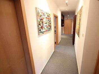 Kinderzimmer Hochparterre Stellplätze - 4 Zi Wohnung in Welzenegg