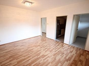 Warmwasser Übernahme Ostbalkon - Schöne 2 Zi Wohnung 52m² in Tessendorf