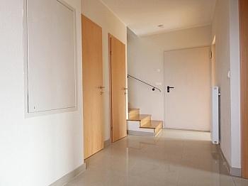 wunderschönem ausbaufähiger Stiegenaufgang - Modernes Wohnhaus in Velden am Wörthersee