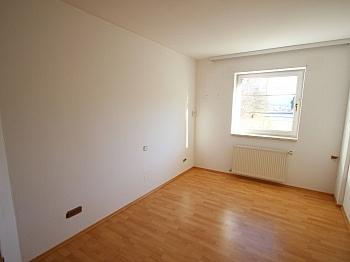 sonnige großer Vorraum - Perfektes Zweifamilienwohnhaus in Dellach/Drau
