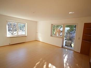gepflegtes Wohnzimmer Südbalkon - Perfektes Zweifamilienwohnhaus in Dellach/Drau