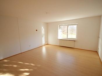 Vorraum Parkett sofort - Perfektes Zweifamilienwohnhaus in Dellach/Drau