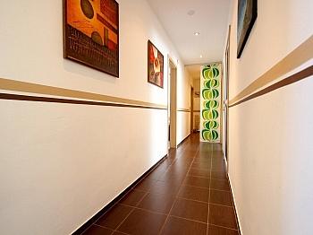 verglaste Garderobe Jalousine - Moderne 3-Zi-Wohnung in Launsdorf