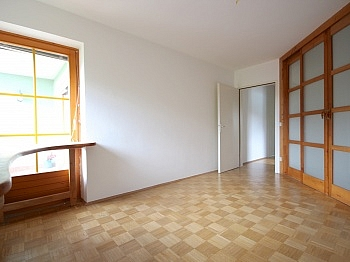 Wohnzimmer inkludiert Waschtisch - Sonnige 3-Zi-Wohnung in der Mozartstraße Nähe Uni